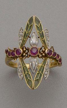 An Art Nouveau gold, plique-à-jour enamel, diamond and ruby ring. - An Art Nouveau gold, plique-à-jour enamel, diamond and ruby ring. Designed as two dragonflies with - Bijoux Art Nouveau, Art Nouveau Jewelry, Jewelry Art, Antique Jewelry, Vintage Jewelry, Jewelry Accessories, Fine Jewelry, Jewelry Design, Art Nouveau Ring