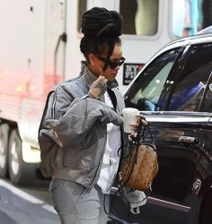Singer Rihanna is seen walking in midtown on December 2016 in New York City. Get premium, high resolution news photos at Getty Images Popular People, Famous People, Grey Bomber Jacket, Bomber Jackets, Rihanna, Her Style, Pretty Girls, Besties, Diva