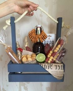 Super Gifts Baskets For Men Valentine 53 Ideas Man Bouquet, Food Bouquet, Valentine's Day Gift Baskets, Basket Gift, Pinterest Valentines, Birthday Decorations For Men, Gift Box For Men, Congratulations Gift, Man Birthday