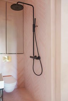 Black shower, brass detail and pink concrete tiles.ecletic and poetic mix from in Oslo. Visit - our dealer in… Bathroom Interior, Modern Bathroom, Contemporary Bathrooms, Small Shower Remodel, Cute Wall Decor, Fiberglass Shower, Black Shower, Bathroom Design Inspiration, Small Showers