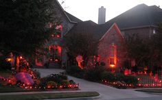 halloweenmonster:  I am completely jealous of this house.