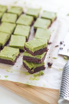 My oh my these Raw Matcha Brownies taste delicious! Not only are they delicious, but they are super easy to whip up and they so look so pretty too. I only discovered Matcha Green Tea last year and boy am I hooked. Matcha Lattes have become a daily ritual for me and I am now discovering more ways to use Matcha in my coo