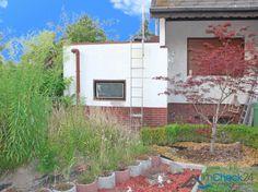 Zu der Immobilie gehört auch ein attraktives Grundstück.