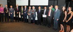 La asociación Premios Ciudadanos otorgó una distinción a la fundación Universidad Empresa de la Región de Murcia en la XVII edición de los galardones, en reconocimiento a su compromiso en fomentar y desarrollar el conocimiento mutuo, el diálogo y la cooperación entre la Universidad y la Empresa para potenciar el emprendimiento, el crecimiento y el desarrollo económico de la Región de Murcia en particular y el marco europeo a través de diversos proyectos, dirigidos especialmente a la…