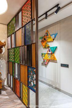 Foyer Design, Home Room Design, Living Room Designs, Living Room Partition Design, Room Partition Designs, Partition Ideas, Ethnic Home Decor, Indian Home Decor, Office Interior Design