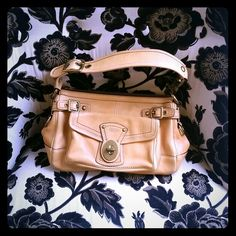Coach hanbag Great, durable Coach bag. Perfect for everyday use, roomy enough to fit a phone, wallet, book and a small makeup kit Coach Bags
