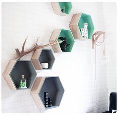 Chez cette fille: Les étagères hexagonales... #shelves #hexagone #scandinave