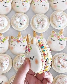 Go for something a little different with these adorable, unicorn macaroons. �� . �� Pinterest  http://gelinshop.com/ipost/1517313033855873470/?code=BUOlCpMDLG-