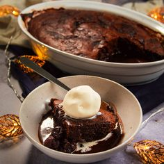Classic retro flavours incorporated into a comforting Black Forest pudding.Preheat oven to fan) mark Grease a 2 litre pudding dish. Add the chocolate and butter to a heatproof bowl … Chocolate Avocado Cake, Chocolate Desserts, Craving Chocolate, Sweet Recipes, Snack Recipes, Dessert Recipes, Xmas Recipes, Self Saucing Pudding, Pudding Cake