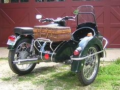 Google Image Result for http://www.her-motorcycle.com/images/2006-royal-enfield-bullet-electra-with-sidecar-21222169.jpg