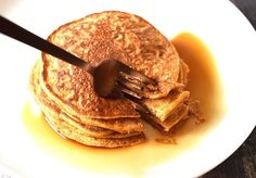 Delicious pumpkin pancakes with maple syrup. Perfect for an autumn breakfast. Low FODMAP, gluten-free and lactose-free with oat flour, egg and pumpkin