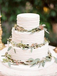 Elegant and Organic Wedding Ideas | Wedding Sparrow | leaves on cake