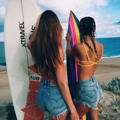 Surfs up with my bestie! Beachy Pictures, Summer Pictures, Friend Pictures, Beach Pics, Friend Pics, Surfer Outfit, Best Friend Goals, Best Friends, Surfergirl Style