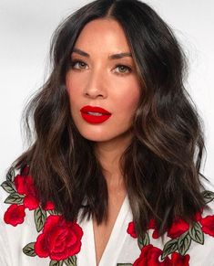 7 Best Spring Hairstyles That'll Be Trending This Season - Mid-Length Cuts Curly Hair Updo, Curly Hair With Bangs, Spring Hairstyles, Hairstyles With Bangs, Easy Hairstyles, Pelo Midi, Medium Hair Styles, Curly Hair Styles, Best Makeup Tips
