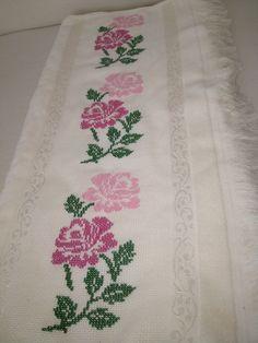 Cross Stitch Designs, Cross Stitch Patterns, Bordados E Cia, Labor, Cross Stitch Flowers, Dog Mom, Flower Patterns, Embroidery, Crafts