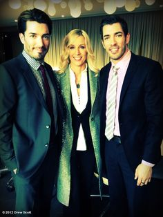 Jonathan Scott, Drew Scott, Candice Olson Add Nicole Curtis and you're in homeowner's heaven! Scott Brothers, Twin Brothers, Hgtv Property Brothers, Jonathan Silver Scott, Hgtv Star, Hgtv Designers, Nicole Curtis, Drew Scott, Human Condition