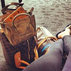 How jetset babes always travel in style. Airport Style, Airport Fashion, Travel Style, Travel Fashion, Fall Fashion, Travel Luggage, Travel Accessories, Jet Set, Purses And Bags