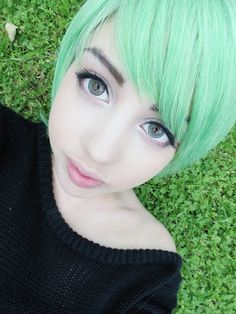 Short mint green hair (with blue eyes) - Oh hell yeah! My favorite color CAN look good with my eyes! Mint Hair Color, Mint Green Hair, Funky Hair Colors, Colorful Hair, Funky Hairstyles, Pretty Hairstyles, Pastel Hair, Pink Hair, Rose Gold Drop Earrings
