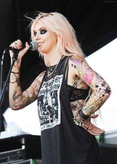 Taylor Momsen with ephemeral tattoos :D