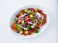 Tomatsalat med basilikumcreme