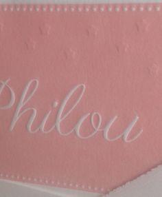 Roze letterpress geboortekaartje met preeg. www.geboortekaartenonline.nl