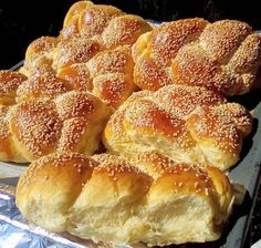Greek Sweets, Greek Desserts, Greek Recipes, Sweet Buns, Sweet Pie, Phyllo Dough Recipes, Greek Cake, Greek Cookies, Breakfast Recipes