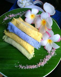 Thai dessert: Roast Pancake Wrap Candied Coconut (ขนมเกสรลำเจียก Khanom Kasorn Lam Jiak)