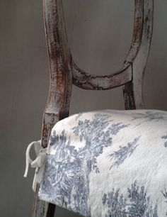 Toile de Jouy - shabby chairs