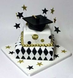 Graduation day is a very special day in everyone's life and the person wants to enjoy this occasion the most. Personalized Graduation Cakes for Boys and Girls. Birthday Cake Decorating, Cake Decorating Supplies, Graduation Decorations, Graduation Cake, Graduation Ideas, Grad Party Favors, Happy Birthday Cake Images, Graduation Open Houses, Preschool Graduation