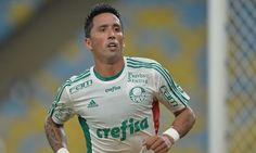 O nome que ganha força nos bastidores do Fluminense para 2017 dessa vez é o do experiente atacante Lucas Barrios, do Palmeiras.