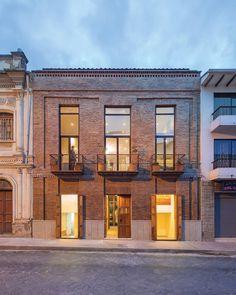 """Gefällt 323 Mal, 6 Kommentare - ARQA (@arqacom) auf Instagram: """"• Casa Juan Jaramillo, revitalización en el Centro Histórico de Cuenca • Se dejó en evidencia la…"""""""