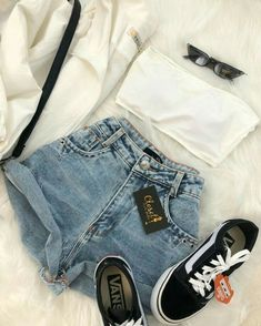 short jeans e tênis vans old skool. Look básico e cheio de estilo!Top, short jeans e tênis vans old skool. Look básico e cheio de estilo! Teenage Outfits, Teen Fashion Outfits, Mode Outfits, Outfits For Teens, Girl Outfits, Vans Fashion, Vans Outfit, Vans Old Skool Outfit, Cute Casual Outfits
