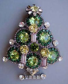 Christmas vintage jewellery. I waaaaaannnnntttt.
