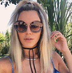 Redondinho que amamos ❤️ @camilaliman com toda elegância, sofisticação e ousadia que só os óculos #MiuMiu oferecem  Garanta já os seus na #EnvyOtica ✔️
