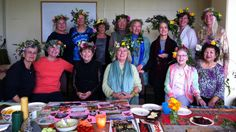 This lovely photo of Elizabeth with a class full of 'full bloomers' was taken on the last day of one of her workshops, which was held at the California State University Monterey Bay. The ladies attending had just all made their own 'full bloom flower crowns' and were proud and very happy to wear them. #LivingLifeInFullBloom