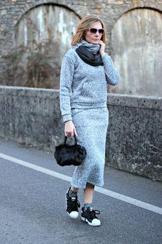 A two-piece sporty suit for a casual effortless-style outfit.  Fashion blogger outfit idea | Coco et la vie en rose