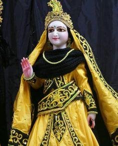 Radha Rani, Radha Krishna Love, Radhe Krishna, Hindu Deities, Cards Diy, Disney Princess, Disney Characters, Jay, Birthday Cards