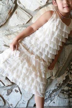 Life is Beautiful: 15 mins. to a little girls' ruffle dress