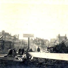 Zicht vanaf de Broerstraat op de Zeigelbaan, kort na het bombardement van 22 februari 1944.