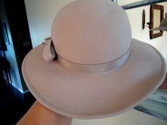 1299fe8ec1c 1960s Doeskin Felt Hat in Tan Color Felt Hat