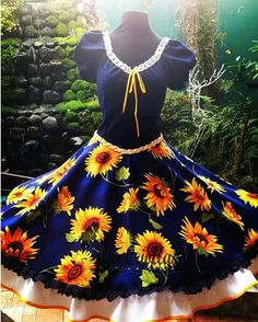BEAUTIFUL late summer early fall dress just perfect for a square dance! Fall Dresses, Cute Dresses, Girls Dresses, Cute Outfits, 1950s Fashion Dresses, Fashion Outfits, Square Skirt, Lolita Fashion, Dance Outfits