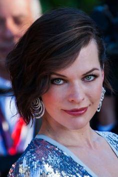 Le carré volumineux de Milla Jovovich : Coiffure : les coupes au carré des stars - Journal des Femmes