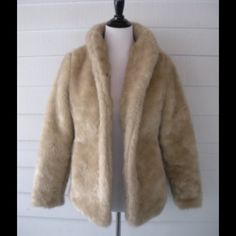 H&M Faux Fur Cocoon Coat Small 6 Gorgeous! Faux fur and so pretty. Size small. Best fits a size 4//6. Comes with belt, too. H&M Jackets & Coats Puffers