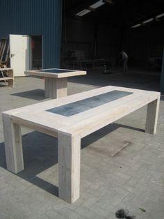 Robuste tafel van steigerhout / steigerplanken, Type Haden De afmetingen van de tafel zijn L260 / B110 / H78 met een zinken plaat als inleg. De tafel zoals afgebeeld kost € 512.50
