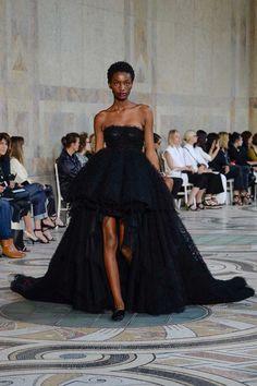 Giambattista Valli Fall 2017 Couture Fashion Show - Imari Karanja Curated: @sommerswim