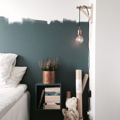 These best small bedroom ideas decor and design with storage. On a budget for girls, boys, and even teenage! Home Bedroom, Bedroom Decor, Bedroom Lighting, Bedroom Ideas, Deco Studio, Home Staging, Interiores Design, My Room, Interior Design Living Room