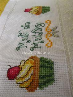 Cross stitch kitchen towel/ cupcake (cupcake mutfak havlusu)