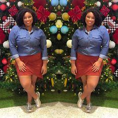Tô aqui, bem plena, aproveitando a árvore de Natal do Shopping pra mostrar meu look do dia! 😂🎅🏾🎄 #PlusSize #CelebrateMySize #MorenoLook #LookDoDia #OOTD #StreetStyle #ModaPlus  #FrioNoRio #CadêOs40Graus #Tijucando