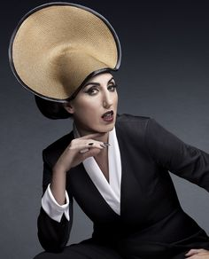 """Rosa Elena García Echave """"Rossy de Palma"""" - Google Search Crazy Hats, Just Beauty, Young Ones, Androgynous, Beautiful Images, Headpiece, Movie Stars, Actors & Actresses, Fashion Photography"""