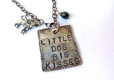 Little Dog Big Kisses Chihuahua Necklace van Crafting4Cause op Etsy, $20.00